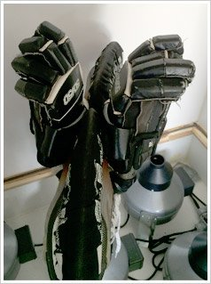 hockey gloves cleaning